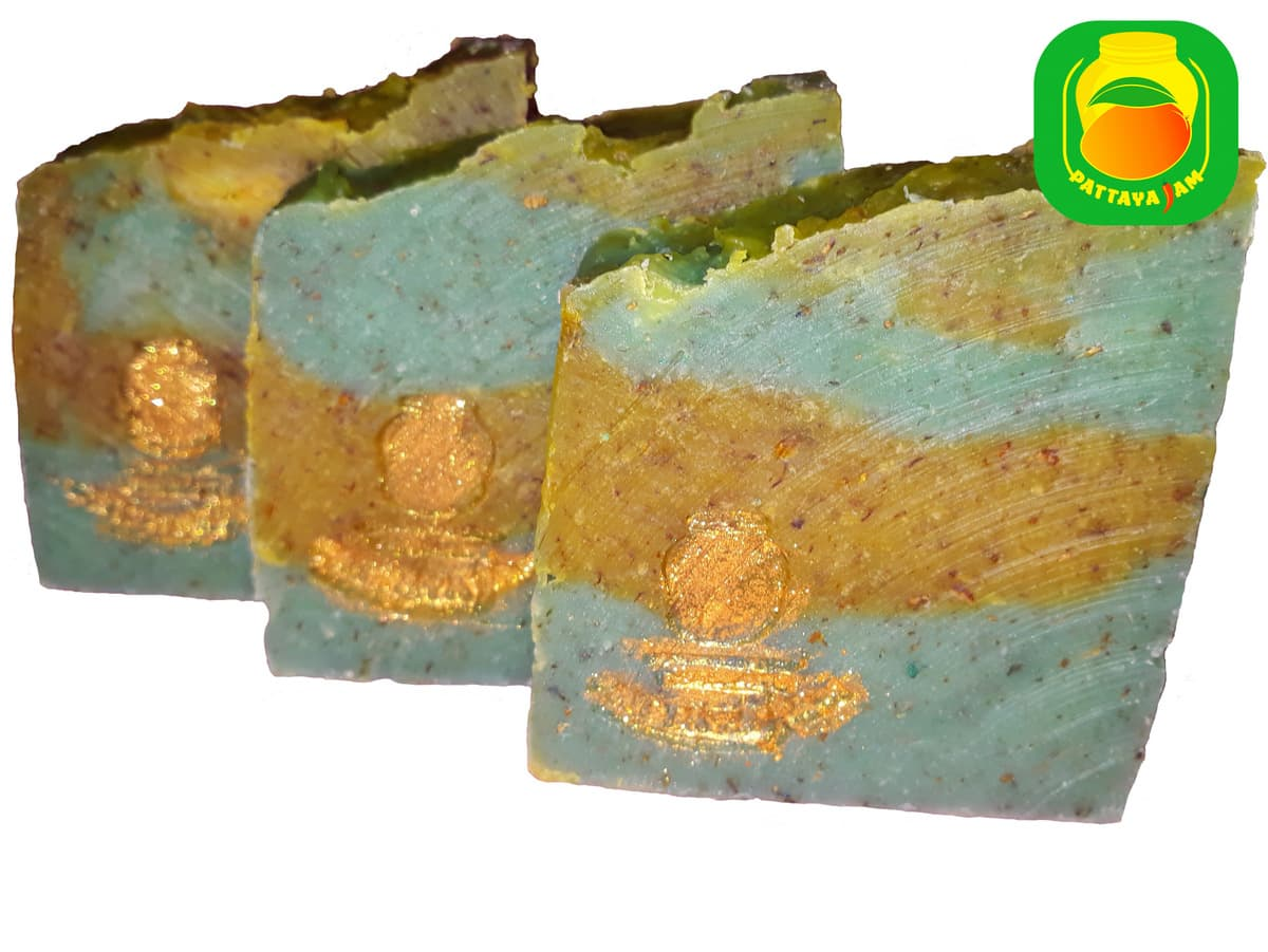 Мыло скраб ручной работы с тайскими травами и фруктами.