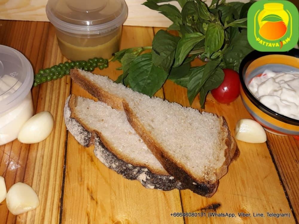 Хлеб белый.