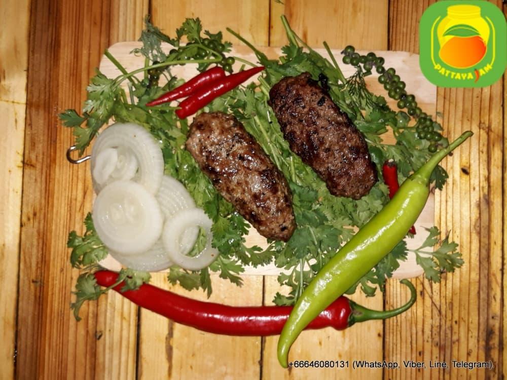 BBQ Люля кебаб (говядина), приготовлен на углях.