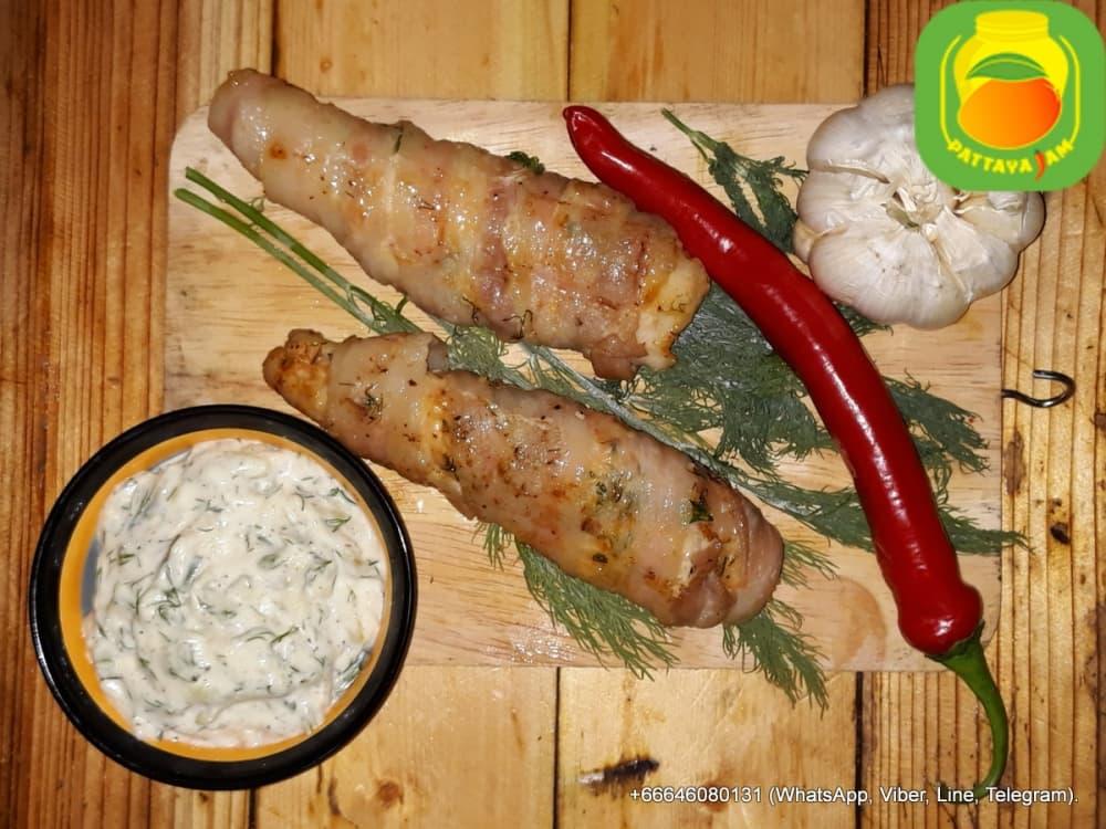 BBQ Пряная куриная грудка в беконе с сыром.