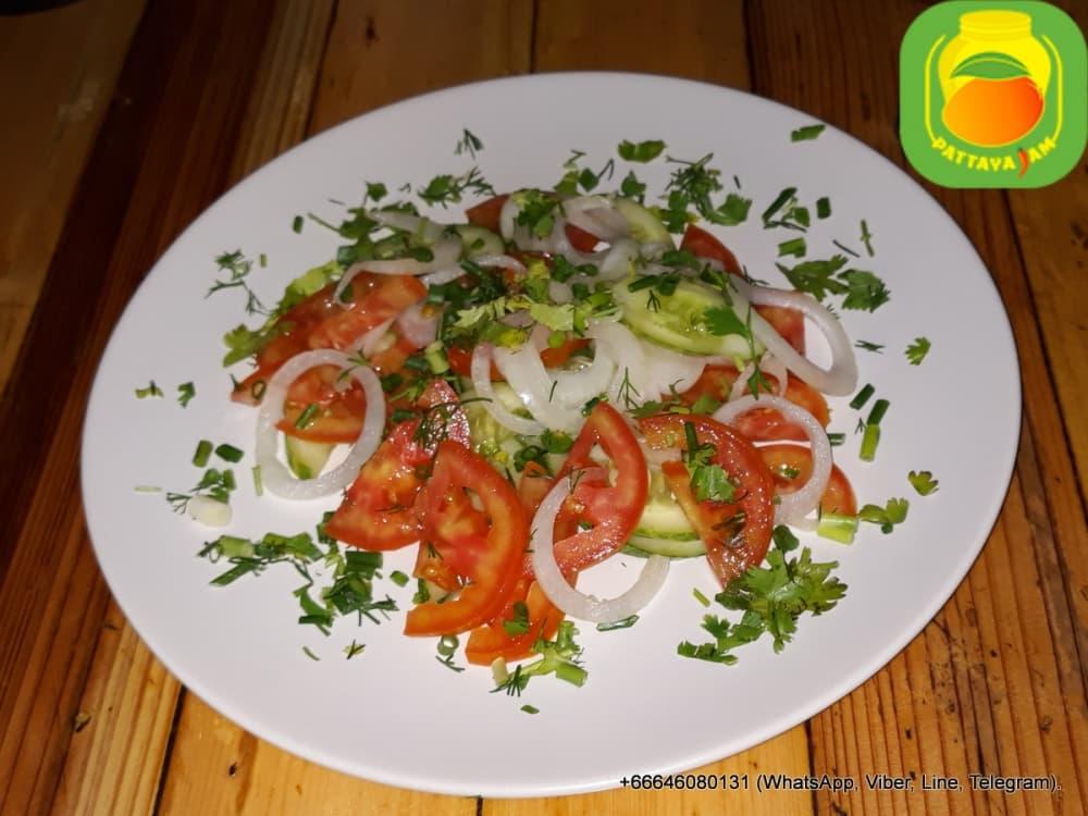 Салат овощной.