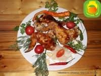 BBQ Куриные крылья, приготовлены на углях.