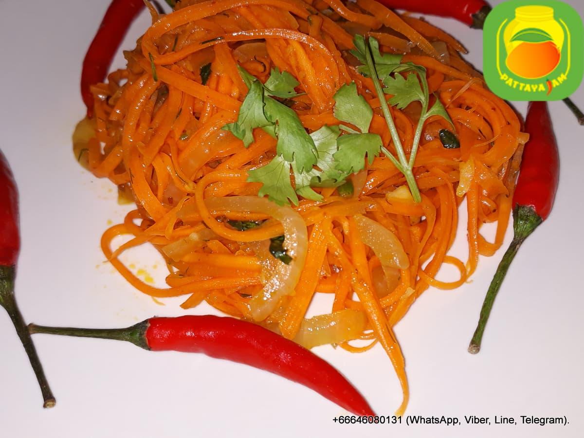 Острый салат из моркови по корейски.