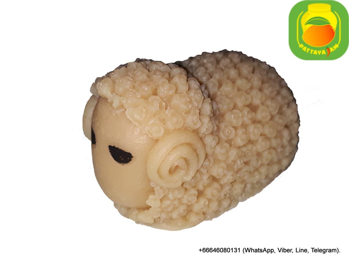 Мыло ручной работы фигурка овечки, упаковка подарочный купол, в Таиланде.