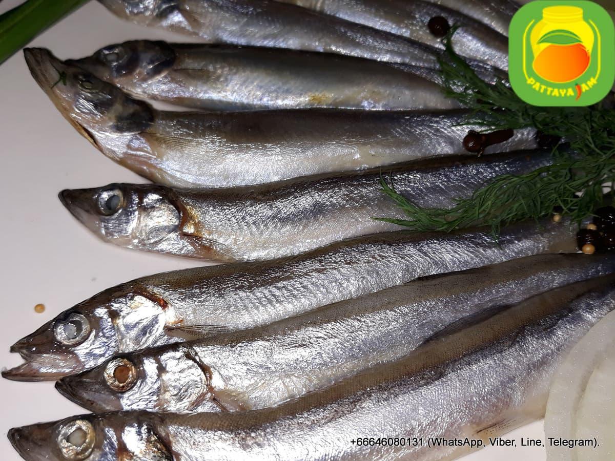 """Малосольная рыба """"мойва"""", пряного посола, в Паттайе."""